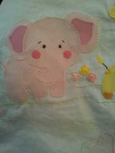 Aplique para lencol de bebe Patchwork Quilting, Patchwork Patterns, Applique Patterns, Applique Designs, Baby Applique, Baby Embroidery, Hand Embroidery Stitches, Place Mats Quilted, Animal Quilts
