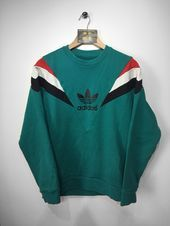 Adidas sweatshirtSIZE - M (MEDIUM) .Adidas lettering and trefoil print across centre front In very good condition .Please be aware vintage clothing may show so Look Fashion, Teen Fashion, Runway Fashion, Fashion Clothes, Fashion Outfits, Winter Outfits, Casual Outfits, Cute Outfits, Grunge Outfits
