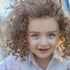 Child Psychologist's Weird Trick Gets Any Baby to Sleep? Discover the Scientifically Proven Solution That Gets Your Baby to Sleep . Cute Kids Pics, Cute Baby Girl Pictures, Cute Girl Pic, Cute Girl Poses, Cute Little Baby Girl, Beautiful Little Girls, Beautiful Children, Pretty Eyes, Beautiful Eyes