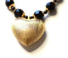 Colar com Pedras Onix e Pingente de Coração