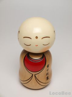 Jizo generally is a guardian god for children in Japan. (originally meant one of Buddhist saint. Momiji Doll, Kokeshi Dolls, Go To Japan, Japan Art, Doll Japan, Nippon, Guanyin, Religious Icons, Buddha