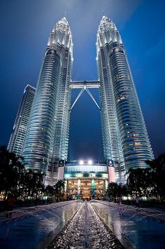Petronas Twin Towers is the anchor project of Kuala lumpur - by Mario Wibowo, ARPS, via Flickr