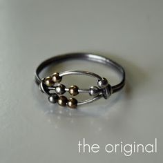 DIY fidget ring. Making this ASAP cached version http://web.archive.org/web/20120208085813/http://aplaceinthecloud.blogspot.com/2012/02/worry-ring-tutorial.html#