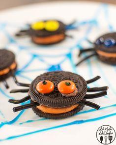 Adorable! OREO spider cookies! Such an easy Halloween dessert idea!