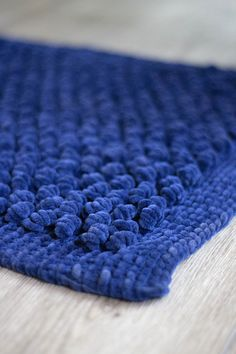 Fuzzy Bella Chenille and a spring bobble stitch make the soft and touchable Lofty Rug. Crochet Rug Patterns, Knitting Patterns Free, Free Pattern, Pattern Ideas, Knit Rug, Knit Crochet, Chenille Blanket, Echo Scarves, Universal Yarn