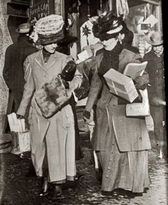 Vintage Holiday: New York City Christmas Shopping, c.1913