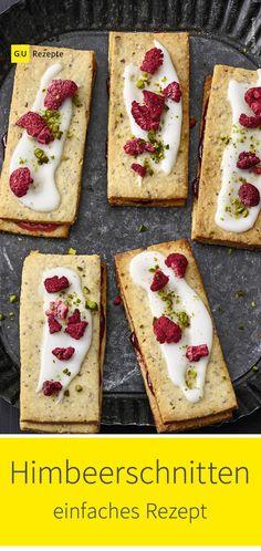 In Kopenhagen werden Himbeerschnitten mit einer dicken Zitronenglasur überzogen und zudem mit Zuckerstreuseln bestreut. Bei dieser Variante sorgen Pistazien und Himbeeren für den Crunch. Sweet Bakery, Cupcakes, Sandwiches, Food, Pistachios, Danish Recipes, Raspberry Muffins, Sprinkles, Raspberries