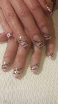 Pink French mit schwarz-pinkem Schimmer - - Pink French mit schwarz-pinkem Schimmer - - Du vernis violet bright au foncé, l'ongle violet sera l. Nos conseils add une manucure violette réussie. Manicure Nail Designs, Nail Tip Designs, Nail Manicure, Nail Polish, Hot Nails, Pink Nails, Sparkle Nails, French Nails, Simple Gel Nails