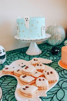I love to celebrate my babies and I want them to have all the best memories on their special day. I wanted to make this spooky bash our tiny October. Halloween First Birthday, Girl 2nd Birthday, Baby Girl Halloween, Halloween Party Themes, First Birthday Parties, First Birthdays, Fourth Birthday, Theme Parties, Classy Halloween