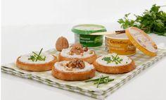Las nuevas Mousses con queso de finas hierbas o nueces #MarcaCarrefour son ideales para untar en tostas de pan y preparar un picoteo sencillo, rápido y sabroso. Las visitas inesperadas ya no serán un problema. ¡Anímate y pruébalas! Mousse, Queso, Cheesecake, Muffin, Appetizers, Breakfast, Desserts, Food, Self Branding