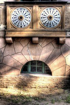 Face of a building. (Till Krech (extranoise)/Flickr)