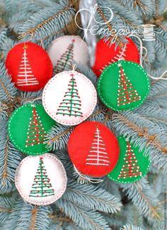 Новогодние елочные игрушки - ярко-красный, зеленый, белый, новогодние игрушки, новогодний декор