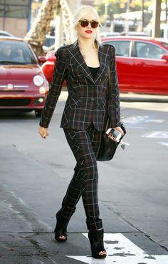 Hola a todos, hoy quiero compartir con vosotros a una de mis reinas del Streetstyle . Se trata de Gwen Stefani , me encantan sus looks, pare...