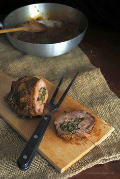 Pane, burro e alici: Rotolo di vitello arrosto ripieno di salsiccia e indivia