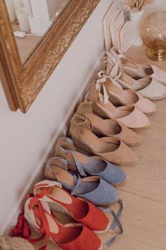 Mes espadrilles Castaner : modèle, hauteur de talons, entretien — Mode and The City Espadrilles Outfit, Castaner Espadrilles, Pretty Shoes, Beautiful Shoes, Basic Style, My Style, Fashion Shoes, Fashion Accessories, Women's Fashion
