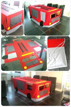 tent als brandweerauto gemaakt voor over een tafel