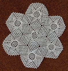 Tatting and not a lot else!: Finally the six point star