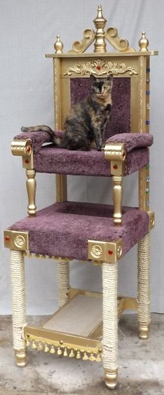 Square Paws designs and builds one-of-a-kind sculptural pieces for your home that also double as cat condos. #CatFurniture