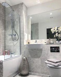 Bathroom flooring: know the main materials to coat - Home Fashion Trend Bathroom Red, Small Bathroom, Bathrooms, Bathroom Styling, Bathroom Interior Design, White Apartment, Bathroom Flooring, Home Decor Trends, Bathroom Inspiration