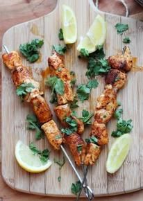 Deze kipspiesjes met Original Spices Baharat zijn lekkere snacks waar je je gasten op oudejaarsavond mee zult verrassen!