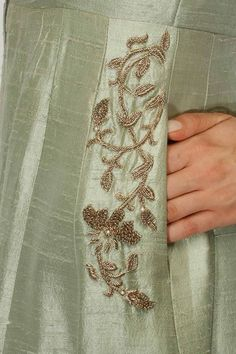 Details of one of Margaery's gowns, Anita Donger - A Game of Clothes Zardosi Embroidery, Embroidery On Kurtis, Kurti Embroidery Design, Hand Work Embroidery, Embroidery Suits, Embroidery Fashion, Hand Embroidery Designs, Beaded Embroidery, Embroidery Stitches