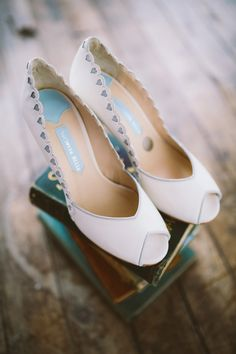 Lythwood loves these wedding shoes from from Charlotte Mills' All That Glitters Collection. More than a little in love! <3 #lythwood #weddings #shoes www.lythwoodweddings.co.za