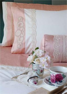 Ideas Breakfast In Bed Romantic Shabby Chic Shabby Chic Romantique, Romantic Shabby Chic, Romantic Beds, Fru Fru, Pink Houses, Lady Grey, Linens And Lace, Breakfast In Bed, Rose Cottage