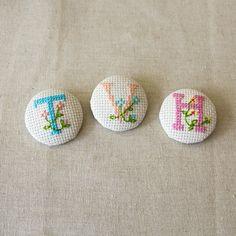 Cross stitch covered button tutorial - The Village Haberdashery