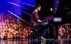 Frank Matano suona il pianoforte