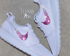 Swarovski Nike Roshe One Casual Shoes White/White with SWAROVSKI® Xirius Rose-Cut Crystals Nike Roshe uno blanco/blanco con cristales de por ShopLuxeIce Nike Roshe, Moda Nike, Sneakers Fashion, Shoes Sneakers, Nike Heels, Nike Shoes Air Force, Fresh Shoes, Glitter Shoes, Custom Shoes