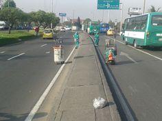 Localidad Engativá  Así trabaja Aguas de Bogotá.  Aguas de Bogotá SA ESP la empresa del posconflicto, adelanta en este momento operativos de limpieza por los sectores comprendidos entre la avenida 68 calle 80 y avenida Boyacá. Cleaning, Street, Water, Activities