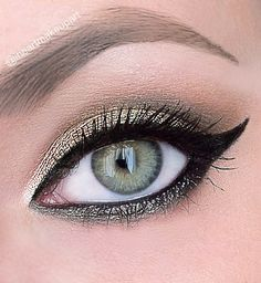 dramatic cat eye - Urban Decay's Naked Palette look