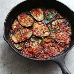 Turkish Eggplant Casserole with Tomatoes (Imam Bayildi) Imam Bayildi is a healthy vegan twist on the usual breaded, fried eggplant casserole. The slices are covered in Mediterranean tomato sauce and baked. Veggie Recipes, Diet Recipes, Vegetarian Recipes, Cooking Recipes, Healthy Recipes, Veggie Meals, Skillet Recipes, Recipies, Baked Eggplant