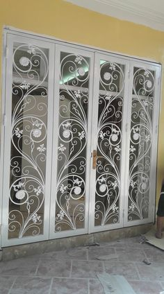 Steel Gate Design, House Gate Design, Door Gate Design, Wooden Door Design, Home Room Design, Window Grill Design Modern, Grill Door Design, Door Grill, Balustrade Balcon