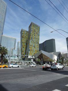 Las Torres Veers o Veer Towers son unas torres gemelas de 37 pisos localizadas en el City Center, cada una con 337 unidades de condominios lujosos de 500 a 1,500 pies cuadrado