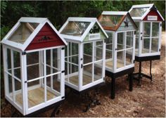 DIY Greenhouse - How to Build a Miniature Greenhouse from Old Windows Old Window Greenhouse, Diy Greenhouse Plans, Miniature Greenhouse, Greenhouse Gardening, Homemade Greenhouse, Greenhouse Wedding, Portable Greenhouse, Diy Small Greenhouse, Pallet Greenhouse
