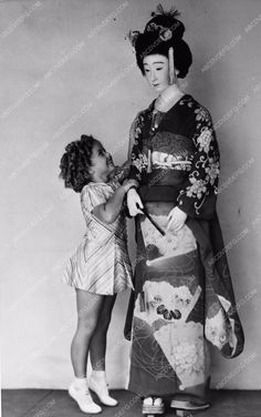 photo Shirley Temple and 6 foot Japanese doll 173-11                                                                                                                                                     More
