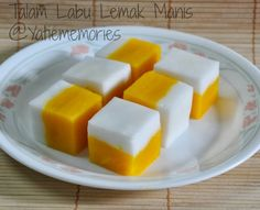 Talam Labu Lemak Manis (tidak di kukus) ~ like making pudding in layers mmm Malaysian Dessert, Malaysian Food, Cake Recipes, Dessert Recipes, Asian Cake, Steamed Cake, Traditional Cakes, Asian Desserts, Indonesian Food