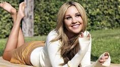 Amanda Bynes is an actress, comedian and fashion designer. She was the presenter of a show with her name, The Amanda Show, on the Nickelodeon channel. Amanda Bynes, Meg Ryan, Celebrity Crush, Celebrity News, She's The Man, Nickelodeon, European Girls, Celebrity Wallpapers, Celebs