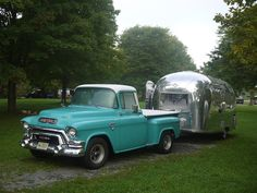 1962 Airstream Globetrotter, towed by vintage GMC truck Vintage Airstream, Vintage Travel Trailers, Vintage Caravans, Vespa, Cool Campers, Airstream Trailers, Boating Outfit, Truck Camper, Classic Trucks