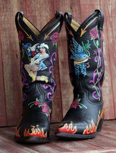 A closer look at Kathleen Kridler's hand painted cowboy boots. Photo: BOB OWEN, San Antonio Express-News / © 2012 San Antonio Express-News