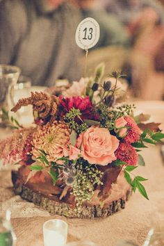 Impeccable floral design in this rustic glam wedding | Photo by Paco & Betty