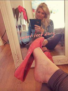 Sexy Legs And Heels, Sexy Feet, Ballerina Flats, Ballet Flats, Red Toenails, Stockings Heels, Girls Wear, Photo Shoots, Dangles