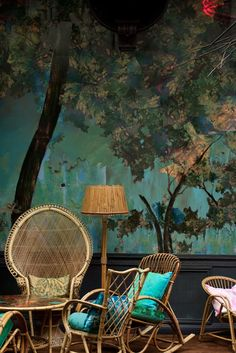 """Victorian wicker and murals. """"Sketched"""" walls"""