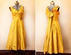 1950s Dress - Golden Yellow Vintage Taffeta Bridesmaid Prom Dress - D19 Yellow Bridesmaid Dresses, Prom Dresses, Summer Dresses, Formal Dresses, Vintage Dresses 50s, Vintage Outfits, 50s Vintage, Vintage Clothing, Ceremony Dresses