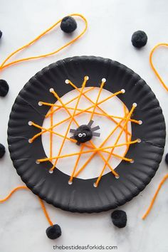 Paper Plate Spider Web Craft - Halloween craft for kids Spider crafts for kids that are easy and fun! Learn how to make paper spider webs, paper plate spider webs and crayon resist spider webs. Kids Crafts, Fall Crafts For Kids, Toddler Crafts, Preschool Crafts, Projects For Kids, Art Projects, Party Crafts, Halloween Crafts For Preschoolers, Paper Plate Crafts For Kids