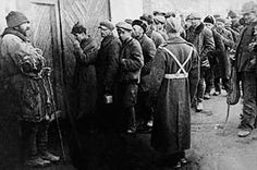 In the Soviet Union. Late 1941 - early Poles, ex GULAG prisoners queing to join General Anders' Polish Army. Poland Ww2, Invasion Of Poland, Polish Government, Army History, Warsaw Uprising, Poland History, Dramatic Photos, History Online, My Heritage