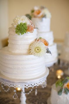 Two-tier white cake with flower detail | photography by http://www.kimthielphotography.com/