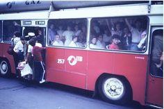 cozi in romania anilor 80 Photo Facebook, Romanian Revolution, Nostalgia, The Lost World, Communism, Historical Pictures, Mini Me, Adolescence, Public Transport