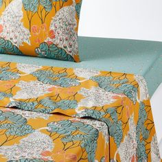PEACOCK Bird & Floral Print Cotton Percale Flat Sheet LA REDOUTE INTERIEURS Fresh and bright, this colourful design includes peacock motifs on a background of rich Oriental-inspired florals. Match this sheet with the rest of. Percale De Coton, Flat Sheets, Bed Sheets, Fresco, Graphic Prints, Floral Prints, Peacock Bird, Relax, Bedding